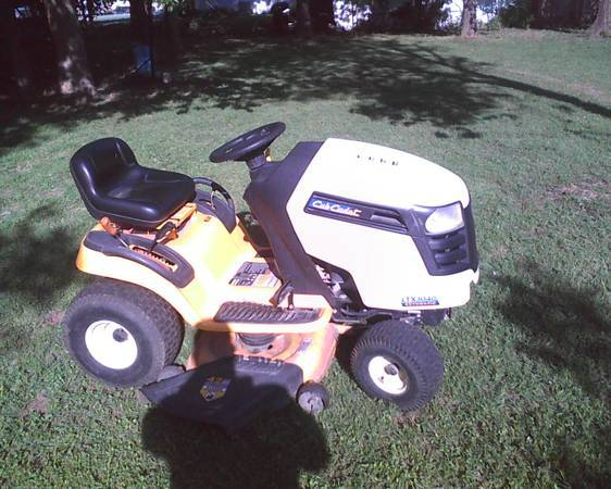 cub cadet 2009 model riding mower great shape sell or trade - $800 (blum tx)