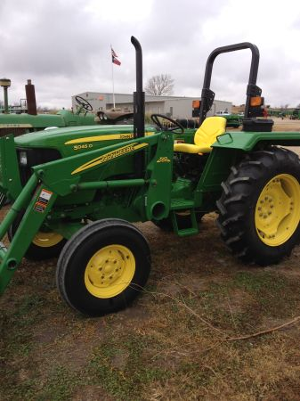 SUPER NICE JOHN DEERE 5045D TRACTOR W LOADER AND SHREDDER - $18900 (HAMILTON,TX)
